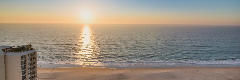 holiday accommodation gold coast main beach sunset ocean